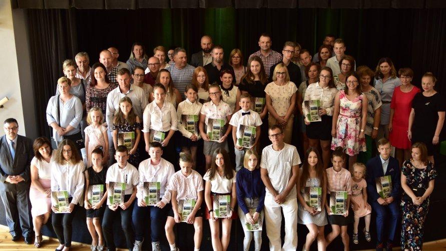 Nagrody dla najzdolniejszych uczniów z terenu Gminy Dźwierzuty wręczone