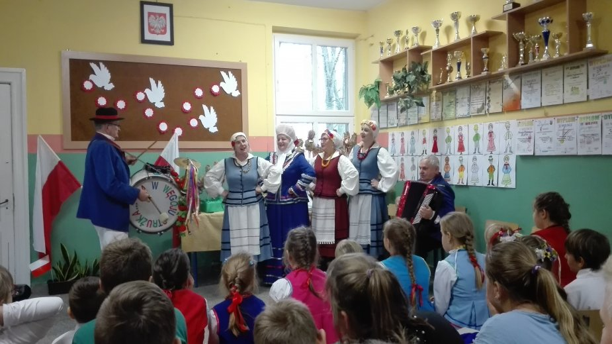 """""""Tydzień Polskości"""" w Szkole Podstawowej w Rumach"""