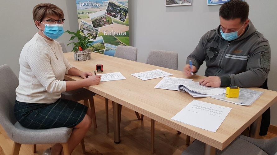 Firma KWIAT Mariusz Kwieciński z Sępopola wybuduje drogę do świetlicy wiejskiej w Dźwierzutach