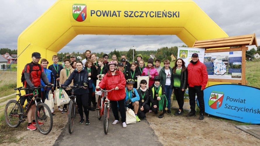 Ścieżka rowerowa po nieczynnym torze kolejowym na terenie gminy Dźwierzuty oficjalnie oddana do użytku
